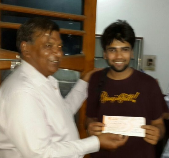 Mr M.L.Agrawal presenting a cheque of Rs 3000 (Prize Money By New Age Gamers)