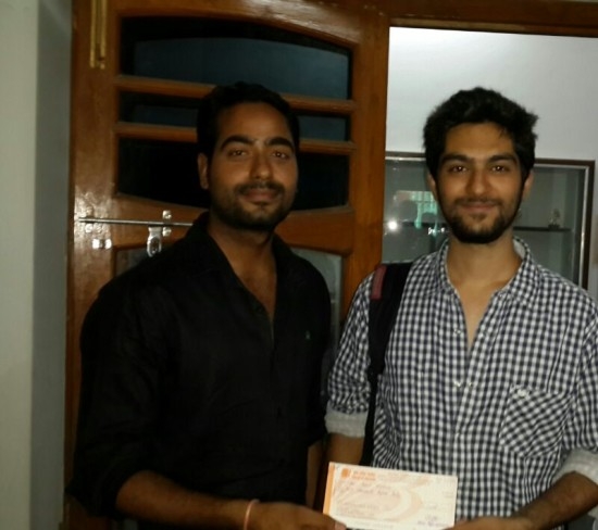Mr Rajeshwar giving a cheque of Rs 2000 (Prize Money By New Age Gamers)