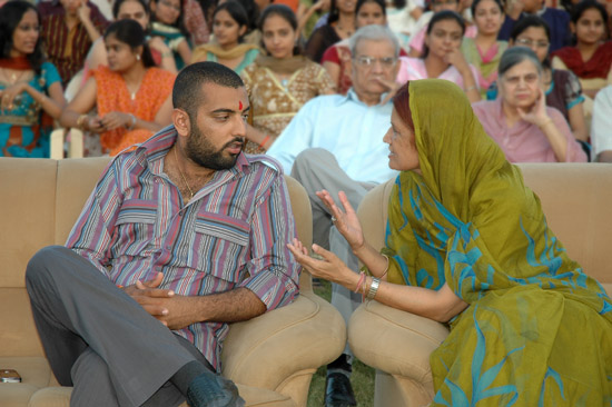 Mrs Meera Ranawat in discussion with Lakshya Raj Singh Mewar