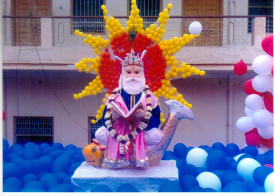 Statueof Jhulelal sahib by balloons in 2009