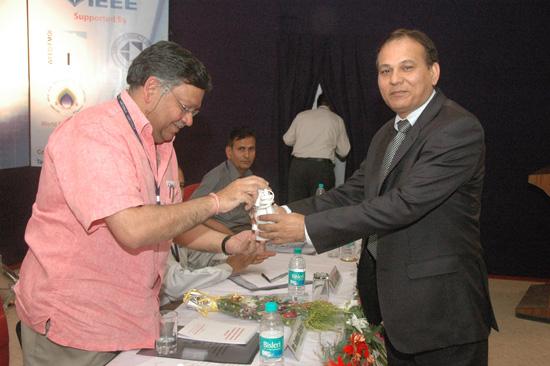 Er. R.S. Vyas presenting a souvenir to Mr. Sanjay Singhal | ETNCC 2011