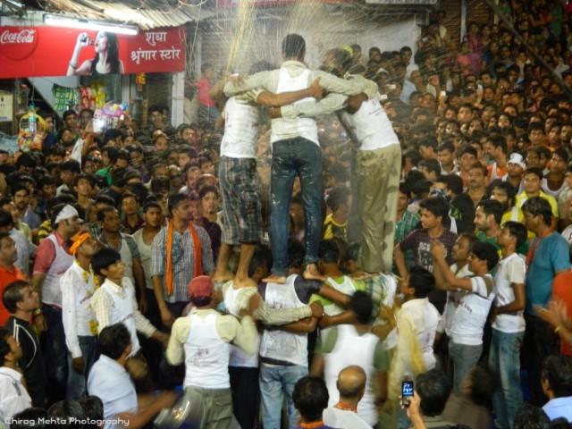 Matki_Fod_Dahi_Haandi_Udaipur_Janmashtmi_2012_Chirag_Mehta