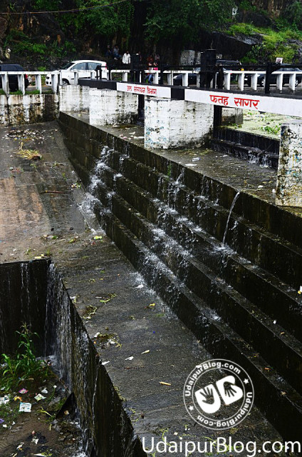 First picture of Fatehsagar Overflow 2012
