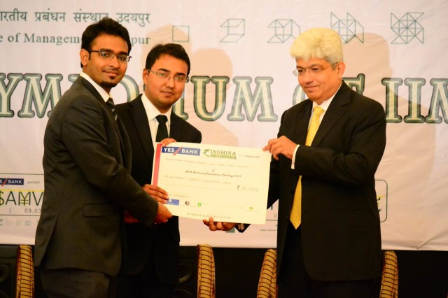 Winners of the Presentation Challenge, team from IIM Udaipur receiving the winner's cheque of Rs. 30,000 from the keynote speaker Mr. Nipun Mehta