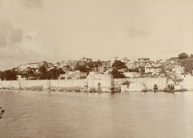 City and the lake, Udaipur