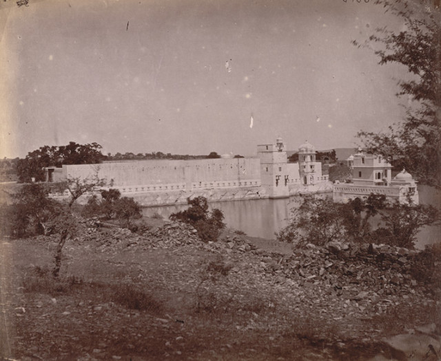 Photograph of an unnamed palace beside a lake at Udaipur in Rajasthan, taken by O.S. Baudesson