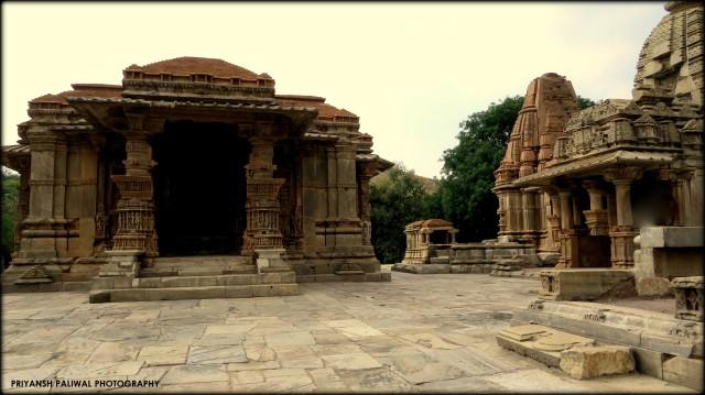 Saas Bahu Temple Nagda (4)