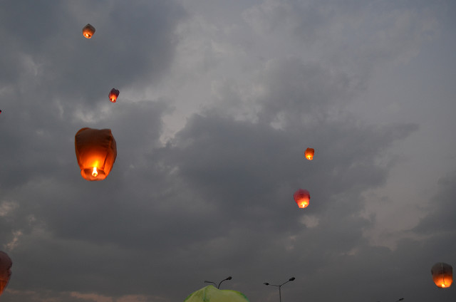 sky full of lighters udaipur 10
