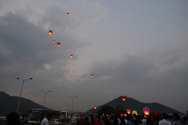 sky full of lighters udaipur 11
