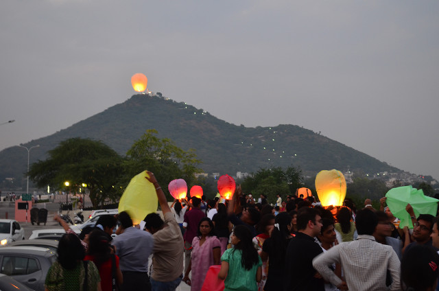 sky full of lighters udaipur 13