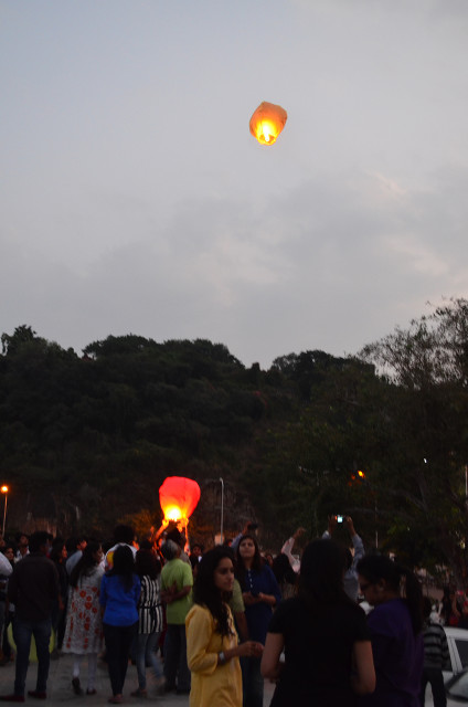 sky full of lighters udaipur 19