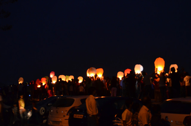 sky full of lighters udaipur 27