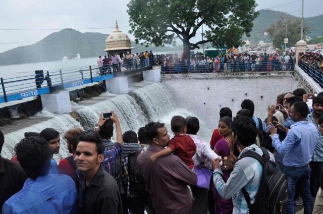 fatehsagar overflow 2014 photos