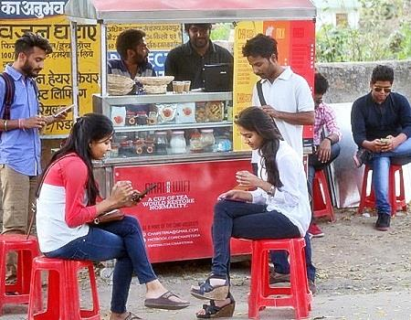 customers at chaifeteria