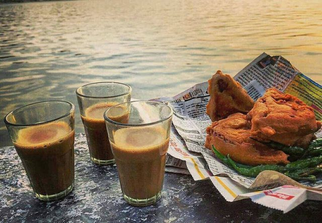 bread pakora with tea