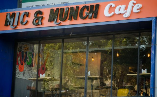 Mic & Munch Cafe