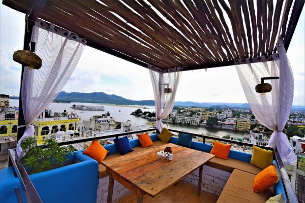 5 cafés/restaurants in Udaipur that offer a gorgeous view of the sunset