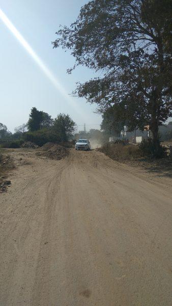 धूल भरी रोड