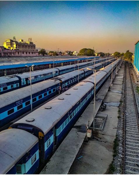Udaipur mysore humsafar express